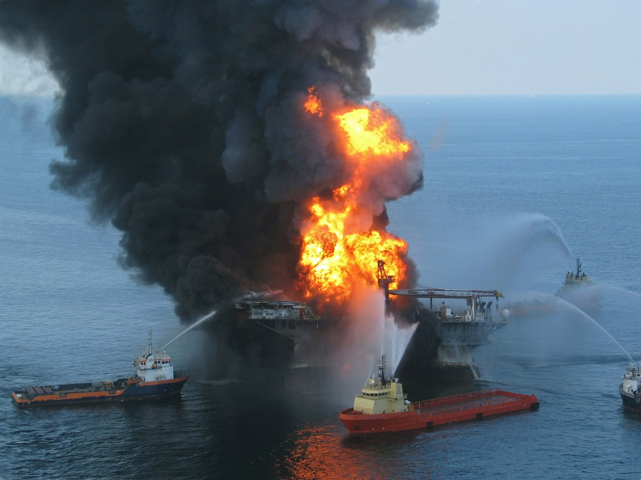Fire on offshore drilling platform