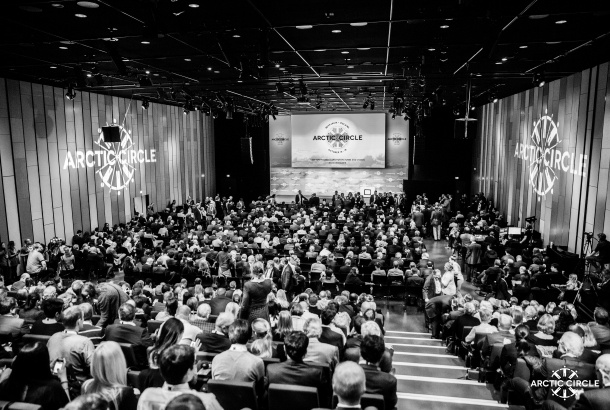 Black and white foto of audience at conference
