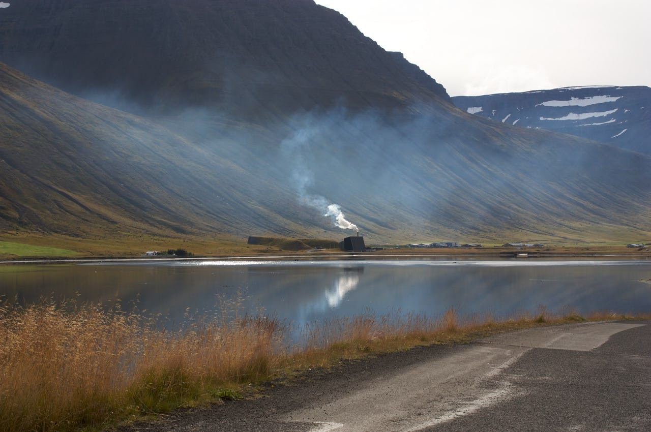 Burning-trash-Iceland