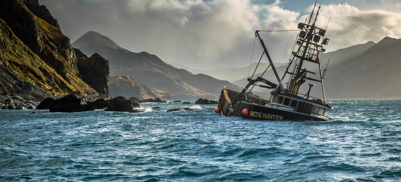 Fishing vessel 'Arctic Hunter' run aground near Unalaska, Aleutian Islands